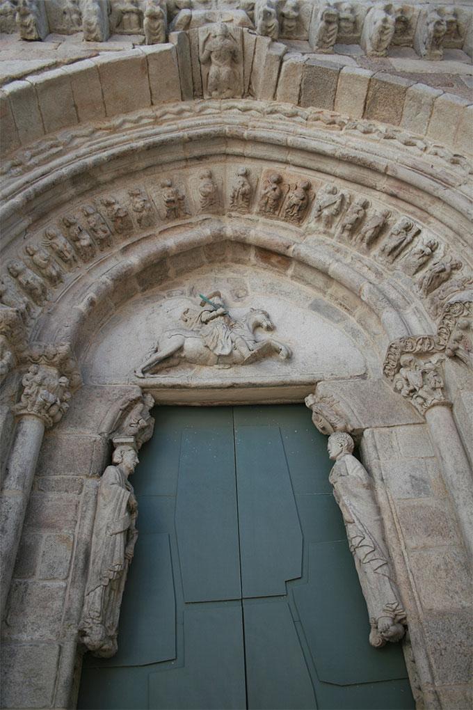 Iglesia-de-Santa-María-y-Santiago